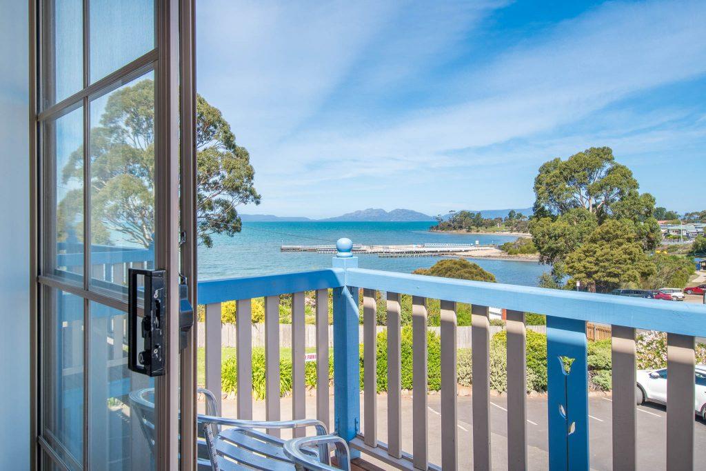 WEB2048px-Ocean-Villa-12-mainbed-balcony